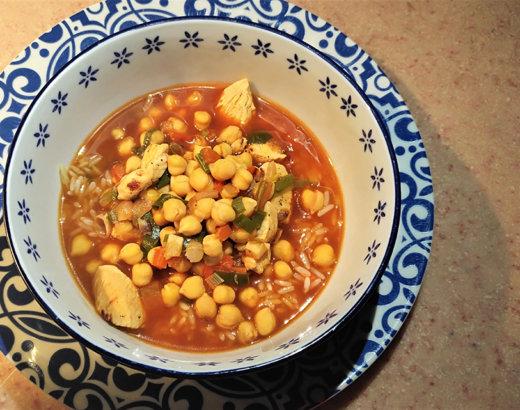 Garbanzos Criollos con Pollo y Tomate con Salsa Búfalo